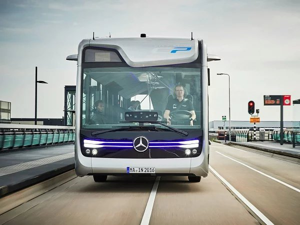Bus, semi-automatic unmanned by Mercedes-Benz